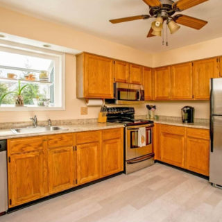 http://www.kennettsquarerentals.com/wp-content/uploads/2016/06/newer-kitchen-320x320.jpg